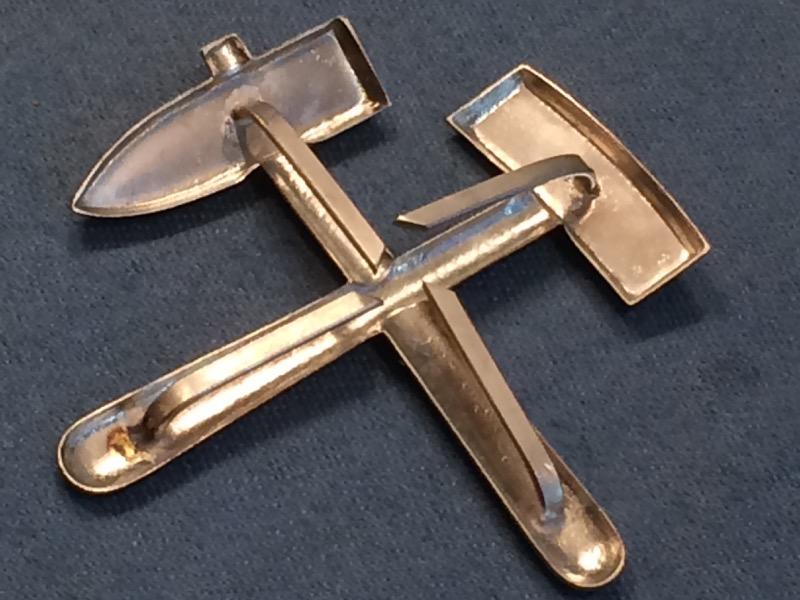 b292 Bergbau Mützenabzeichen Schlägel und Eisen golden ca 20mm 1 Stück